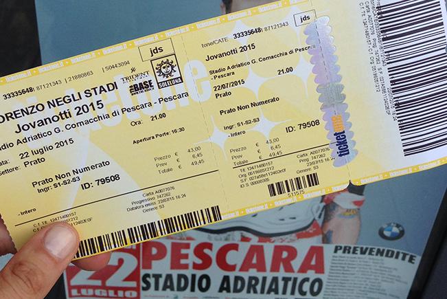 flymamy-racconta-lorenzo-negli-stadi-2015-ticket